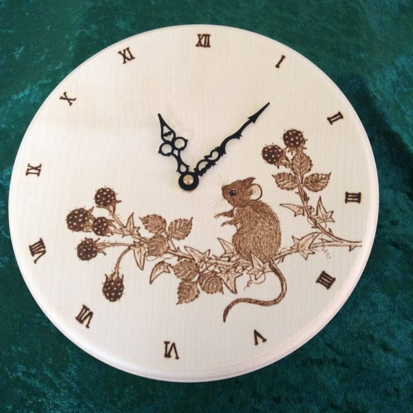 Personalised clock with mouse and berries